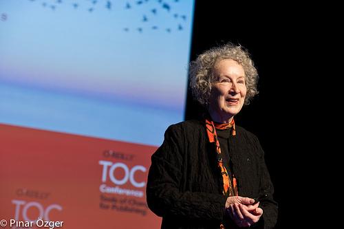Η συγγραφέας Μάργκαρετ Άτγουντ μιλάει για τους συγγραφείς στην ψηφιακή εποχή (video)