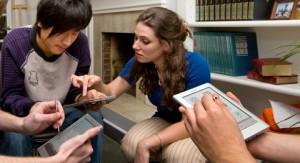 Οι φοιτητές στις ΗΠΑ διαβάζουν περισσότερα e-books, αλλά προτιμούν τα πανεπιστημιακά εγχειρίδια τυπωμένα