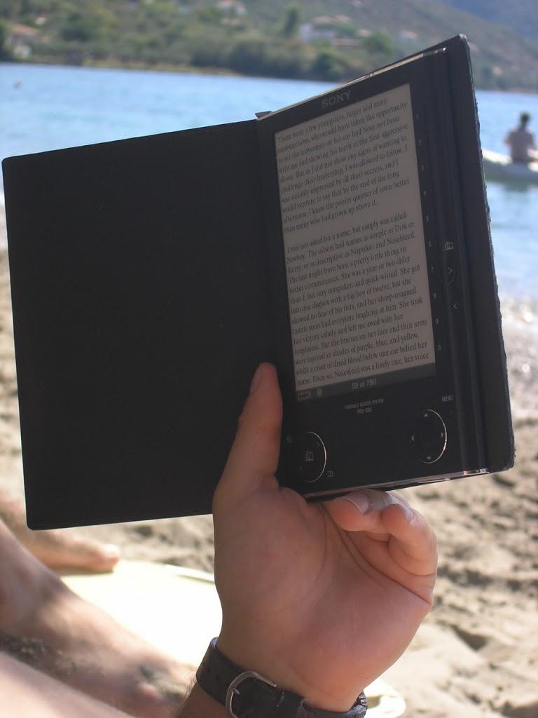 Με τους ebook readers στις παραλίες – φωτό (μέρος 3ο)