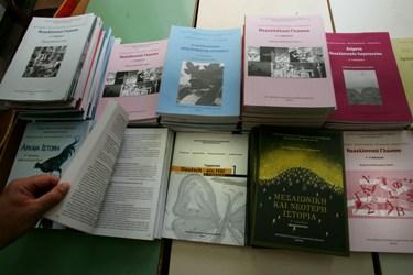 DVD και φωτοτυπίες από το Υπουργείο, παραπληροφόρηση στο internet για τα σχολικά βιβλία σε ebooks