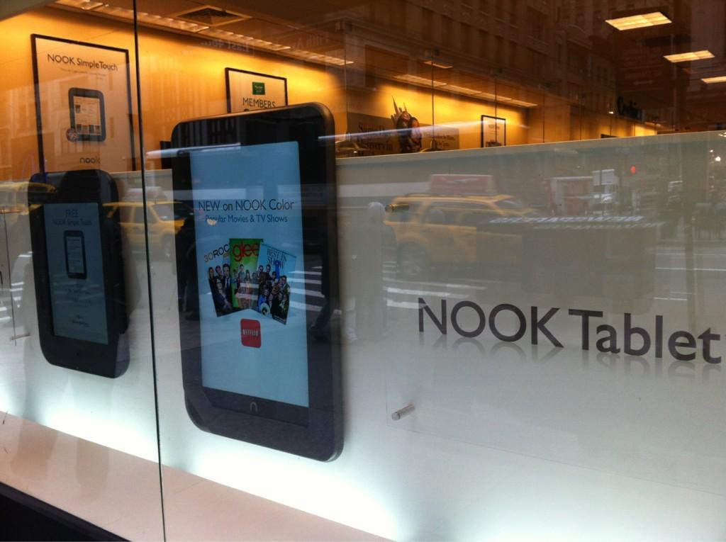 Μια ματιά στο βιβλιοπωλείο Barnes & Noble στη Νέα Υόρκη (φωτό)