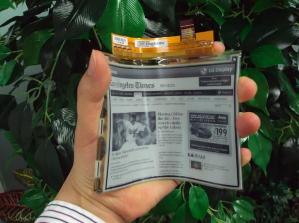 Εύκαμπτη οθόνη ηλεκτρονικού χαρτιού από την LG, τον Απρίλιο στην Ευρώπη
